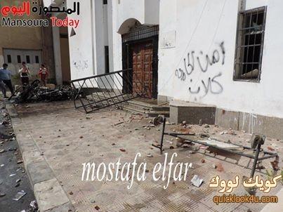 لقطة من أمام مبنى أدراة الجامعة بعد محاوله أفتحامه وحرق الدراجات النارية